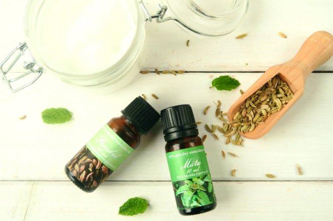Feniklovy esencialny olej a matovy esencialny olej